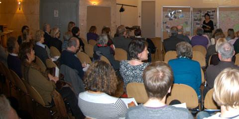 Bezirksbürgermeisterin Edit Bastian erläutert die bisher erzielten Erfolge.