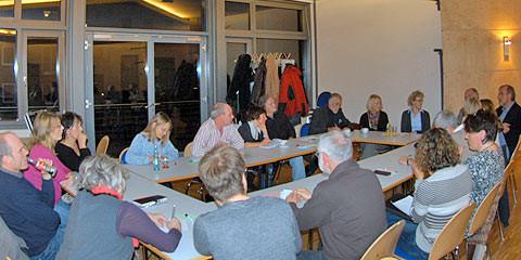 """Das Forum """"Bildung und Familie"""" in intensiver Diskussion."""